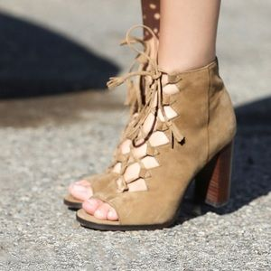 Frye Gabbie Ghillie Lace up Bootie